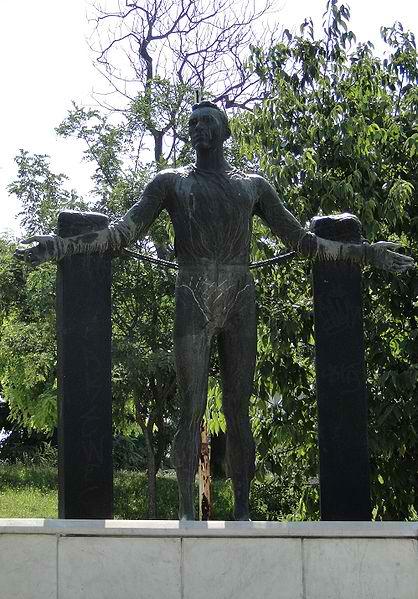 418px-Statue_of_Szajnowicz_Iwanow