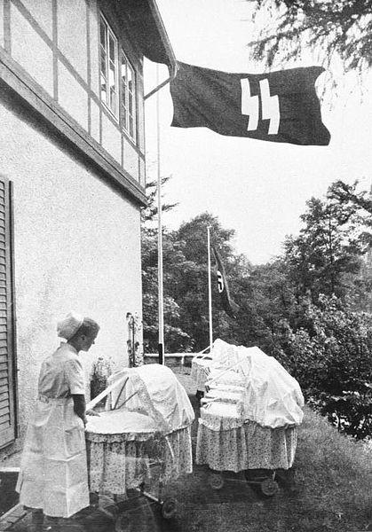 419px-Bundesarchiv_Bild_146-1973-010-11_Schwester_in_einem_Lebensbornheim