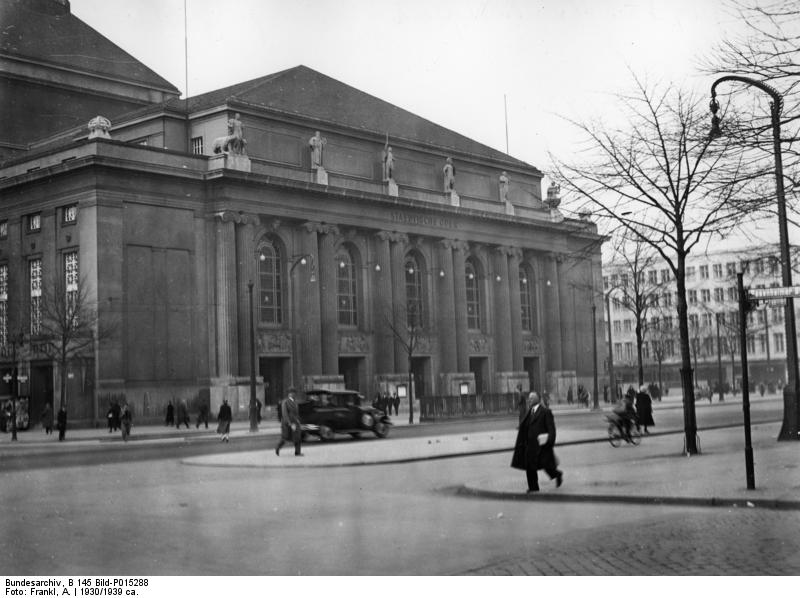 Bundesarchiv_B_145_Bild-P015288_Berlin-Charlottenburg_Stdtische_Oper