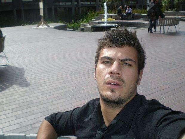 Άκης Πετρετζίκης: Με του βοηθού το χέρι...