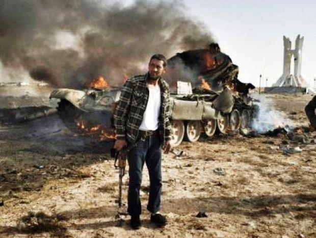 Οι δυνάμεις του Καντάφι τρέπουν σε φυγή τους εξεγερμένους