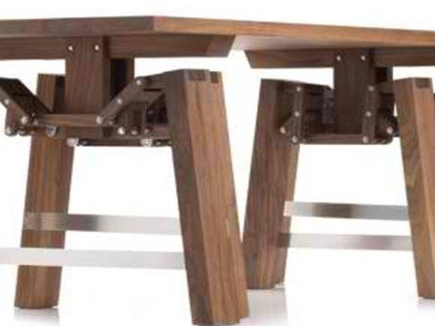 Ερώτηση: Το τραπέζι που περπατάει, πού έχει Ερμή?
