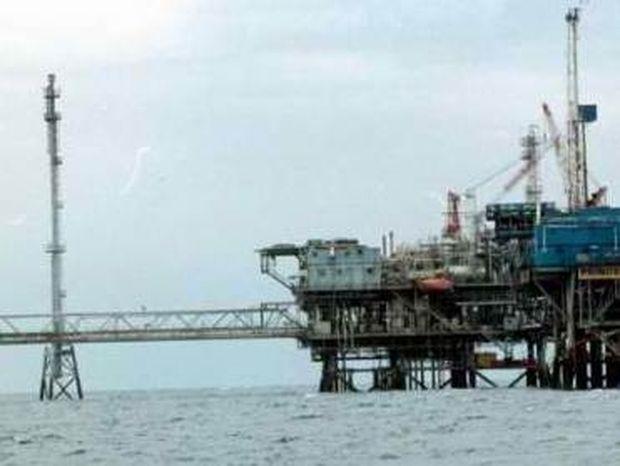 """Επιχείρηση """"μαύρος χρυσός""""-""""Πνιγμένη"""" στο πετρέλαιο η Δ.Ελλάδα"""