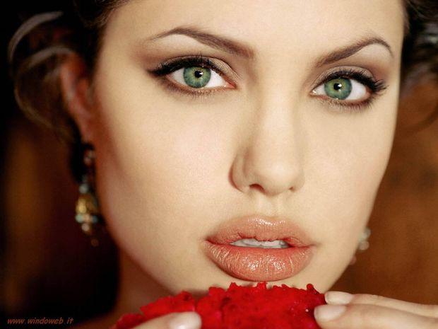 Η όμορφη Angelina
