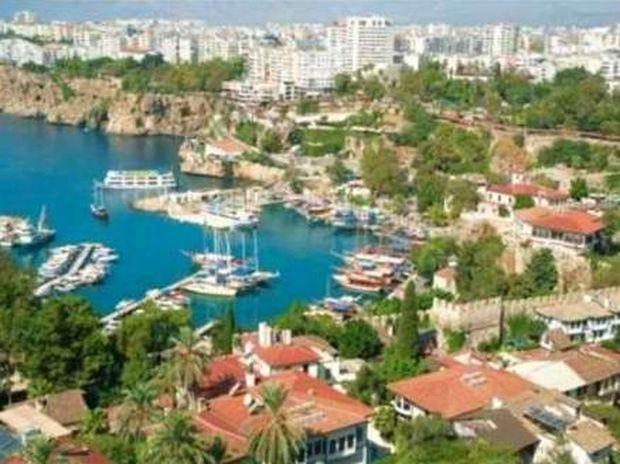 Bloomberg: 10.000 Έλληνες αγόρασαν εξοχικό στη Τουρκία