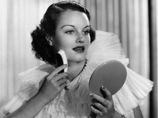 Τα 10 προϊόντα ομορφιάς που πρέπει να έχει μια γυναίκα