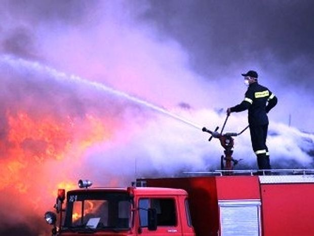 Δυσχερής η κατάσβεση της φωτιάς στον Κουβαρά