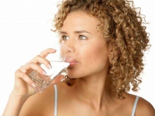 Το νερό φάρμακο για τους πονοκεφάλους