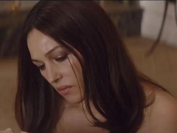 Monica Bellucci - Γυμνή από γενναιοδωρία
