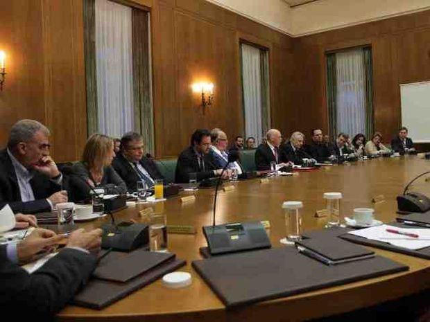 Κρίσιμες αποφάσεις στην Kυβερνητική Σύσκεψη, λίγο πριν τη χρεοκοπία!
