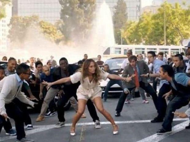 Video: Η Jennifer Lopez βρήκε την αγάπη από τα μαγικά μπισκότα