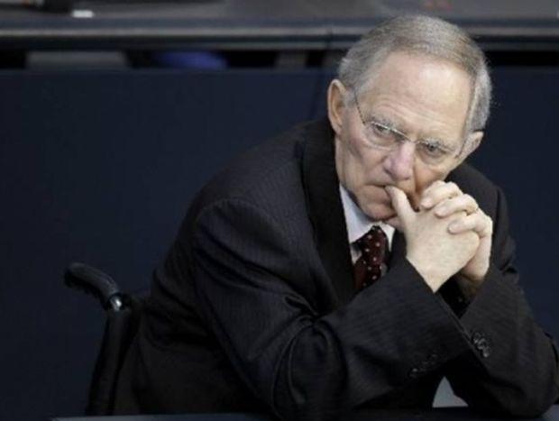 Σόιμπλε: «Η Ελλάδα πρέπει να παραμείνει στην Ευρωζώνη με κάθε κόστος»