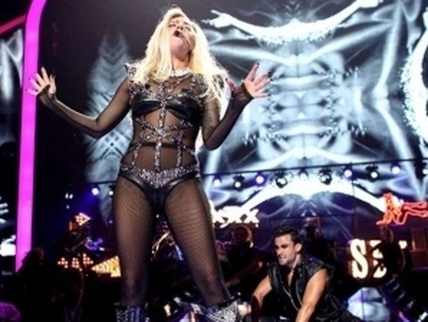VIDEO: Η αφιέρωση της Lady GaGa στον αυτόχειρα οπαδό της