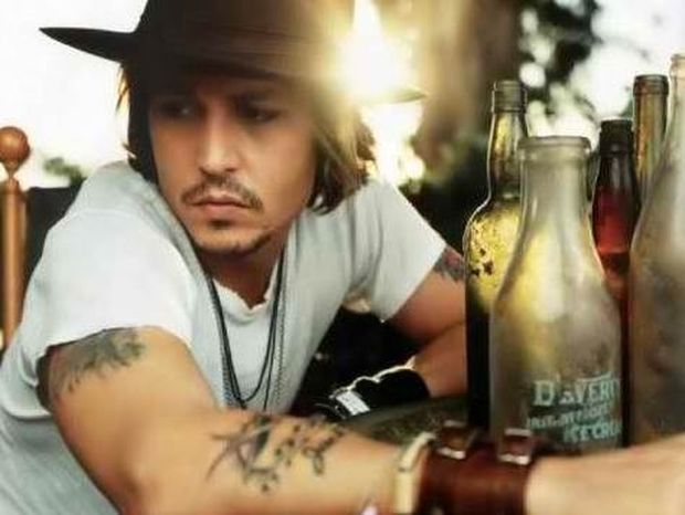 VIDEO: Μεθυσμένος ο Johnny Depp κατέρρευσε on camera