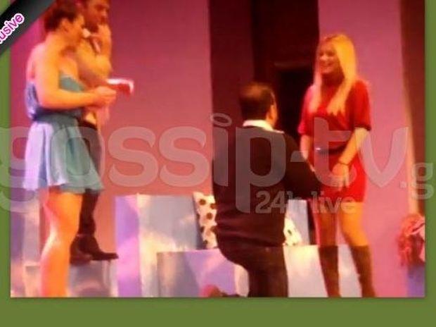 Πρόταση γάμου on stage στο θέατρο Αθηνά