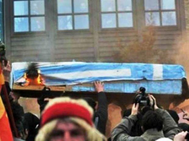 Το βίντεο ντοκουμέντο από την «κηδεία» της Ελλάδας στα Σκόπια