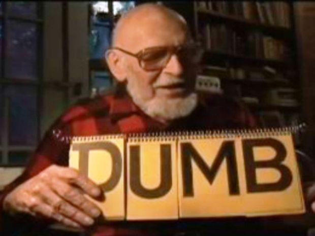 VIDEO: Ένας 102χρονος εξηγεί γιατί τα Αγγλικά είναι μια γελοία γλώσσα!