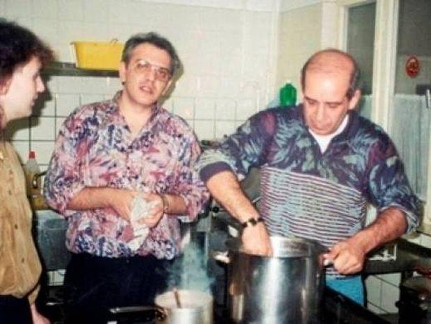 Ανέκδοτες φωτογραφίες από τη ζωή του Δημήτρη Μητροπάνου!