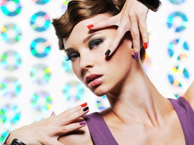 Star Stylist 8 Μαΐου - Βάψτε τα νύχια σας με έντονα χρώματα