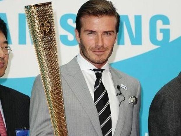 Ο David Beckham στην Αθήνα! Κορίτσια ουρλιάξτε