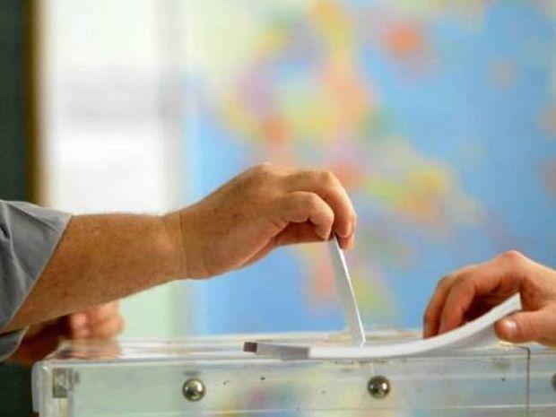 Δημοσκοπήσεις: Μάχη ΝΔ-ΣΥΡΙΖΑ για την πρώτη θέση