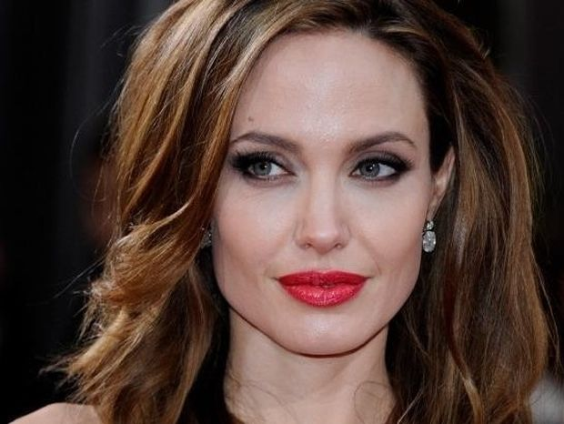 Angelina Jolie – Χρόνια Πολλά στο ατίθασο και απόλυτο θηλυκό