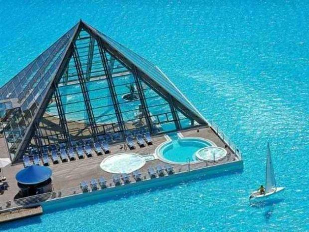 Απίστευτες φωτό: Δείτε πώς είναι η μεγαλύτερη πισίνα του κόσμου