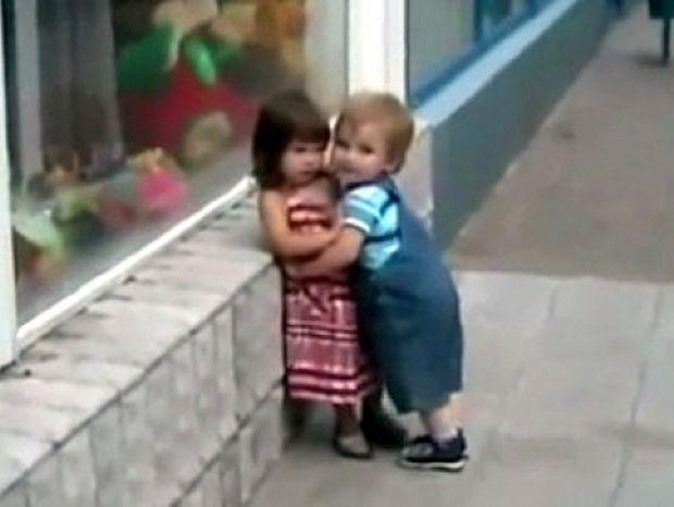 Λιλιπούτειος έρωτας: Έχει πέσει στον έρωτά της και εκείνη δεν τον θέλει!