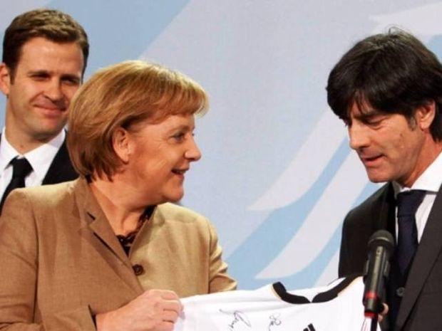 Euro 2012: Πάει γήπεδο η Μέρκελ. Δεν θα συναντηθεί με Σαμαρά!