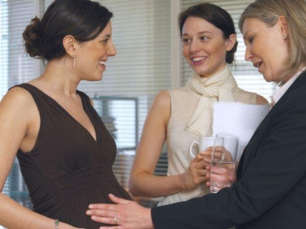 Έγκυος για πρώτη φορά: Θεωρίες συνωμοσίας των γύρω και πώς σας επηρεάζουν!