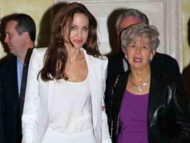 Γιατί η Angelina Jolie είναι έξαλλη με την μητέρα του Brad Pitt;