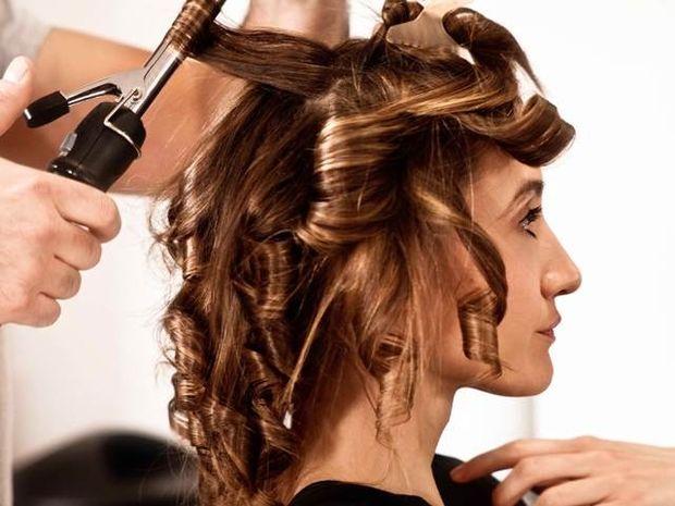 Star Stylist 27 Ιουλίου- Μπούκλες στα μαλλιά & κόκκινο βερνίκι στα νύχια σας