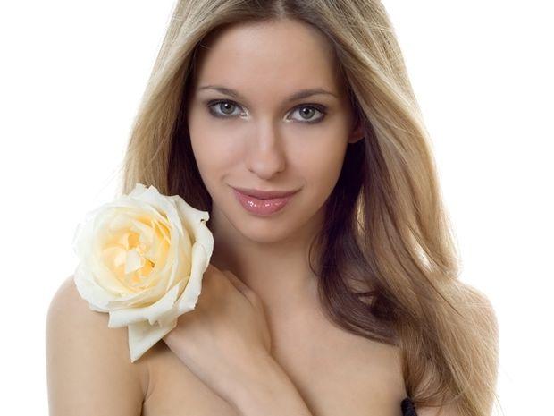 Star Stylist 15 Αυγούστου- Γαλλικό μανικιούρ και ένα λουλούδι στα μαλλιά!