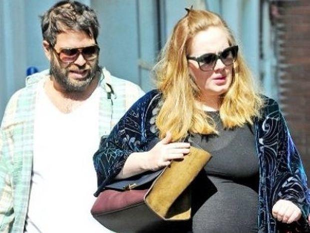 Adele: Οι πρώτες φωτογραφίες της σε προχωρημένη εγκυμοσύνη
