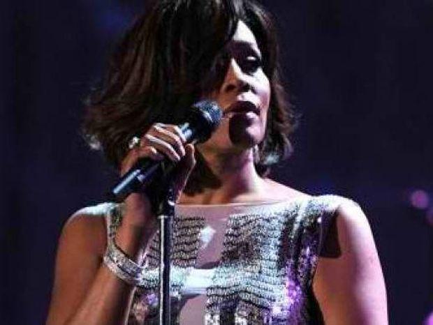 Ακούστε το μετά θάνατον ντουέτο της Whitney Houston με τον R.Kelly!