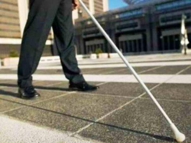 Απίστευτη αγγελία στη Ζάκυνθο: Πωλείται μπαστούνι τυφλού λόγω θαύματος!