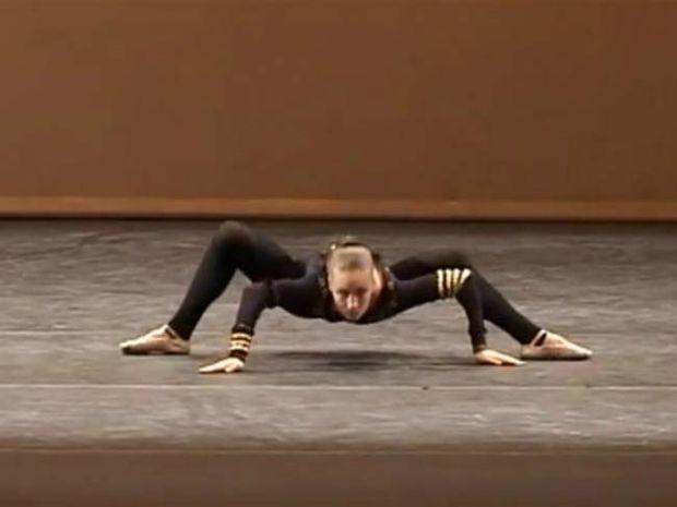 Βίντεο: Μια πραγματική γυναίκα αράχνη!