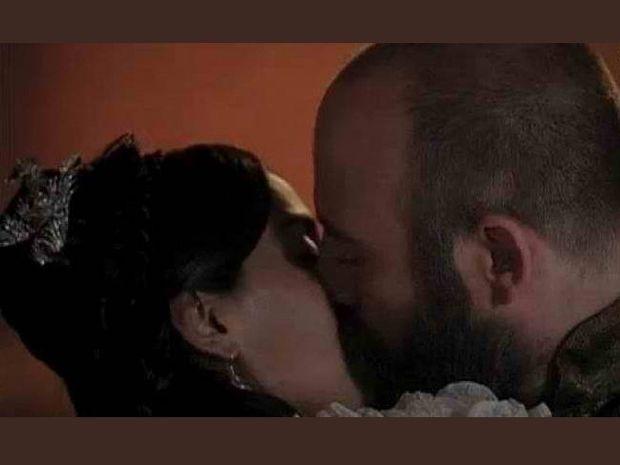 Σουλεϊμάν-Σιλά: Τα «καυτά» φιλιά που… άναψαν φωτιές