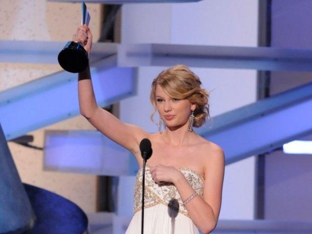 Taylor Swift: Η συλλογή των βραβείων και η ασταμάτητη δόξα