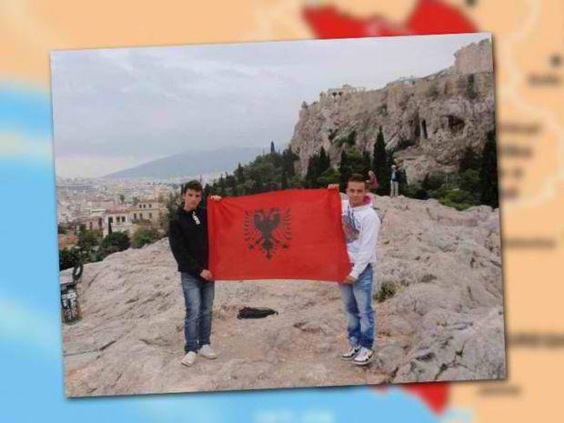 Σήκωσαν Αλβανική σημαία στην Ακρόπολη!