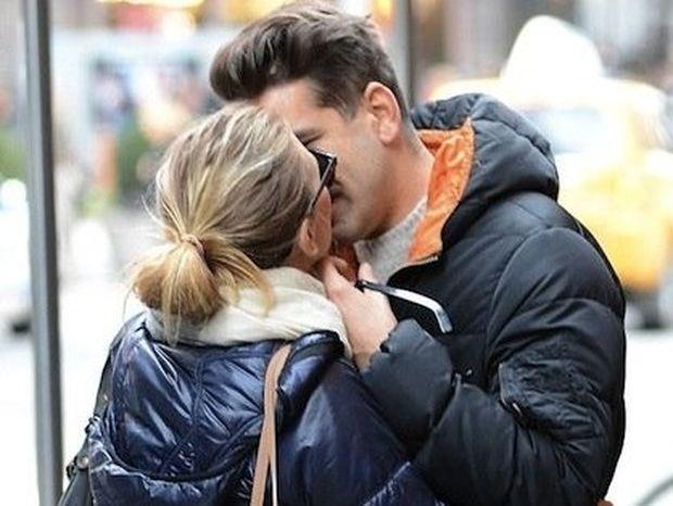 Ποιά διάσημη star φιλιέται παθιασμένα με το νέο της αμόρε στους δρόμους της Νέας Υόρκης;