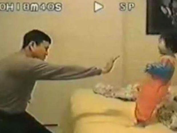 Βίντεο: Όταν ο μπαμπάς παίζει καράτε με την κόρη!