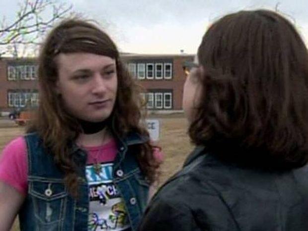 Σάλο προκάλεσε σε σχολείο μια διεμφυλική μαθήτρια