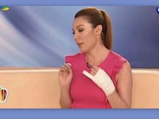 Με σπασμένο χέρι «στον αέρα» η Τατιάνα Στεφανίδου!