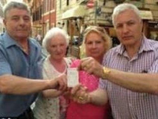 ΔΕΙΤΕ: Πλήρωσαν 64 ευρώ για 4 παγωτά!