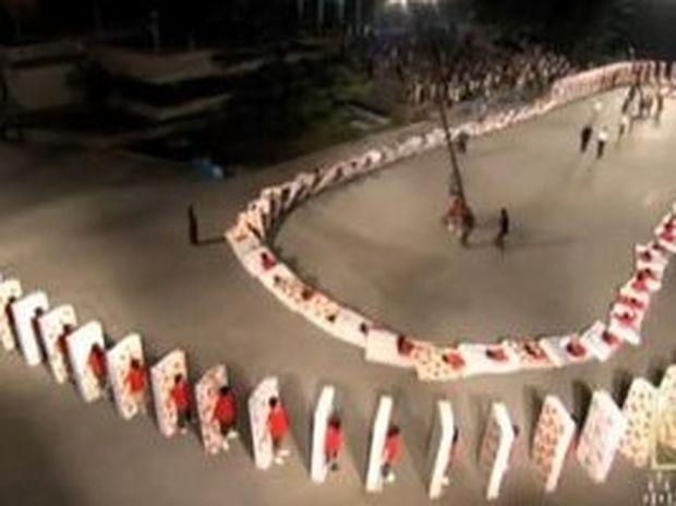VIDEO: Το μεγαλύτερο ανθρώπινο ντόμινο