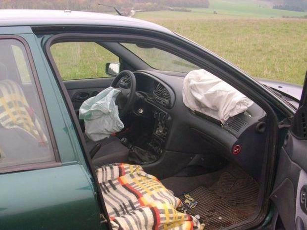 Ένας Γερμανός τράκαρε το αυτοκίνητο του γιατί ήθελε να δει αν λειτουργούν οι αερόσακοι!!