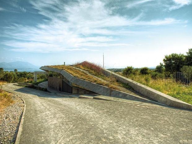 ΔΕΙΤΕ: Το οικολογικό σπίτι στην Αττική που κάνει θραύση στα ξένα μέσα