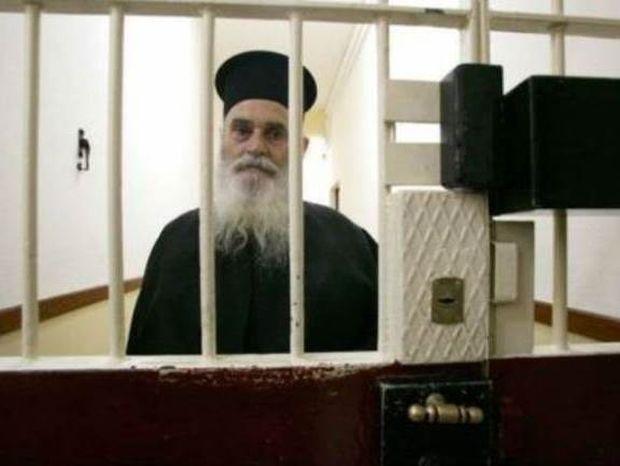 Ρεκόρ ανθρωπιάς: Ιερέας πλήρωσε 2 εκατ. ευρώ για 15.382 αποφυλακίσεις