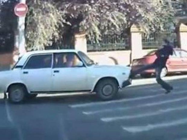 Βίντεο: Απίστευτα και όμως αληθινά περιστατικά στους δρόμους